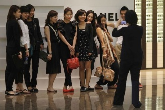 Chinese tourists - Chanel store- China Elite Focus